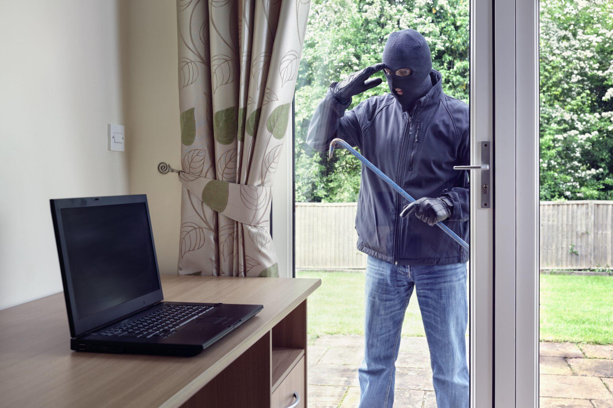 夏休みの空き巣にご用心。門扉やフェンスで防犯対策を!