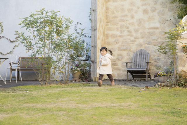 お庭やテラスで!プロみたいな子どもの写真を撮る5つのポイント
