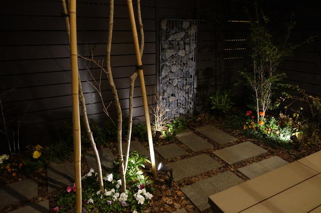 玄関やお庭の照明で、夜も我が家らしさを演出したい