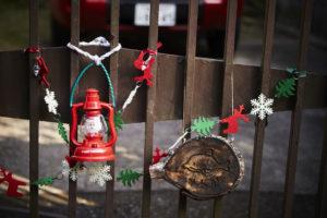 大人を感じさせるクリスマス、門扉やフェンスの飾りで楽しむ3つの方法