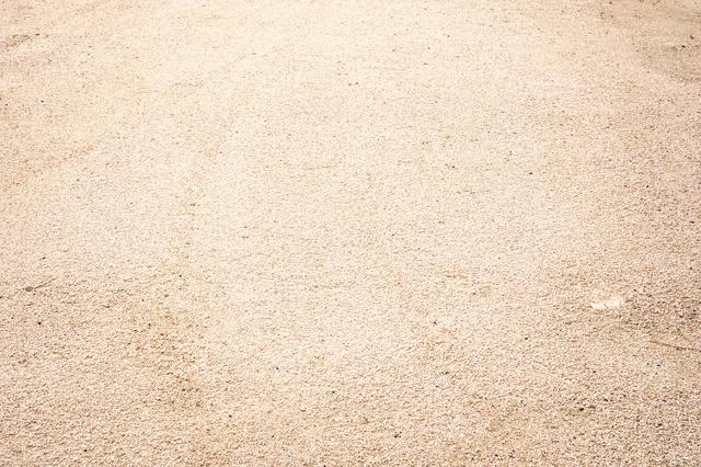 お庭の地面にはどんな素材を敷けばいいの?素材ごとのメリット・デメリットを解説