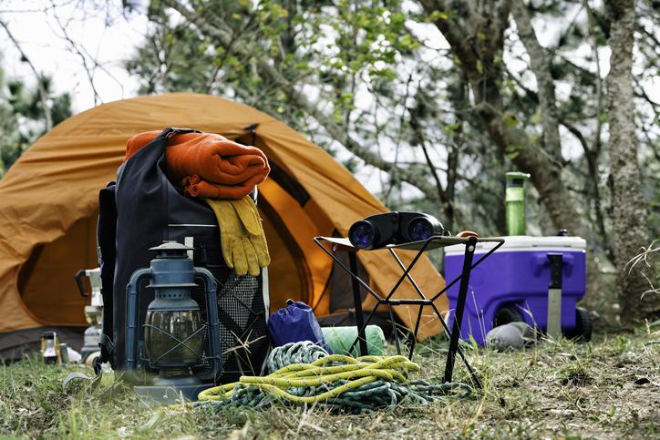 初心者でも楽しめるアウトドアの魅力!必要なキャンプ道具と上手に収納するコツ