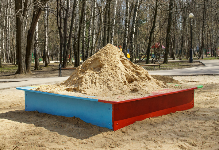 庭に砂場、楽しく安全で管理しやすいポイントとは?