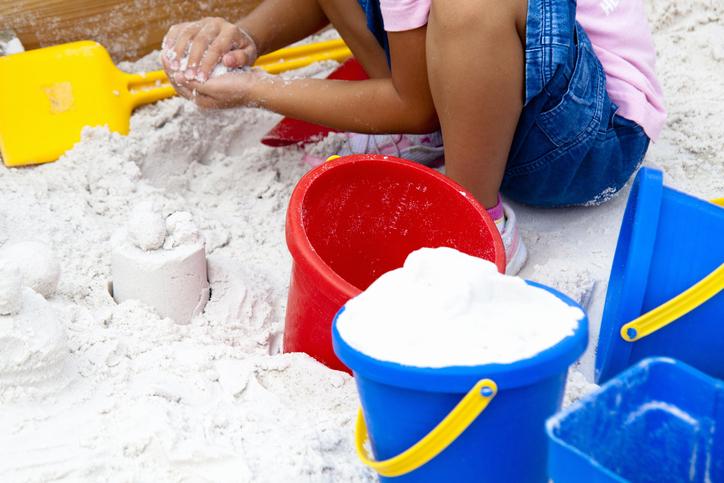 庭に砂場、楽しく安全で管理しやすく遊べるポイントとは?