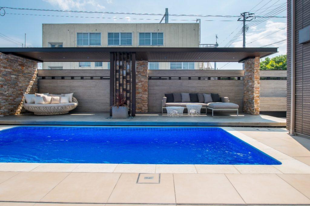 庭にプールがある夢の暮らしを現実に!我が家の庭が美しいリゾートホテルのような空間に|エクステリアリフォーム事例No.2