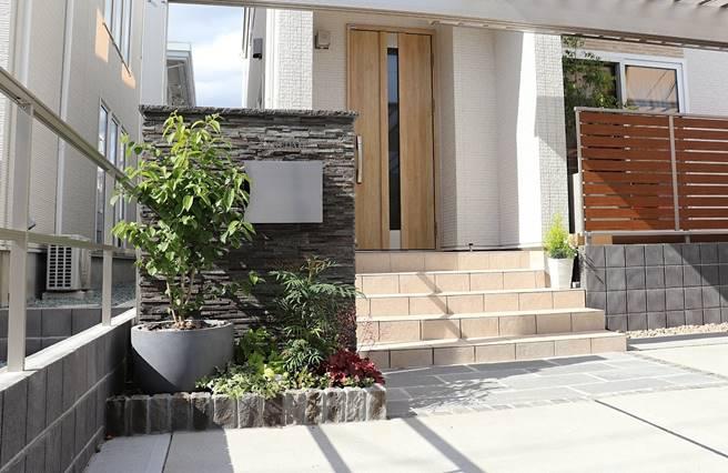 玄関前のカーポートがこんなにおしゃれに!我が家を更にステキに見せる外構プラン|エクステリアリフォーム事例No.3