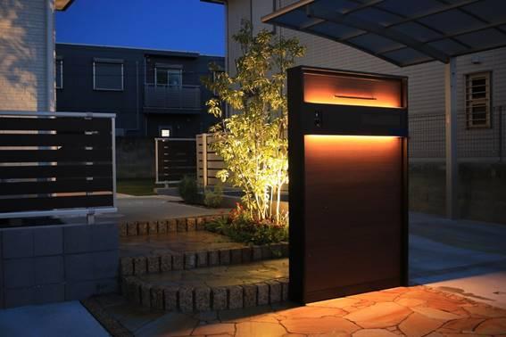 木調デザインのエクステリアファサード。ローメンテナンスと高級感漂う個性的なデザインを両立|エクステリア施工事例No.5