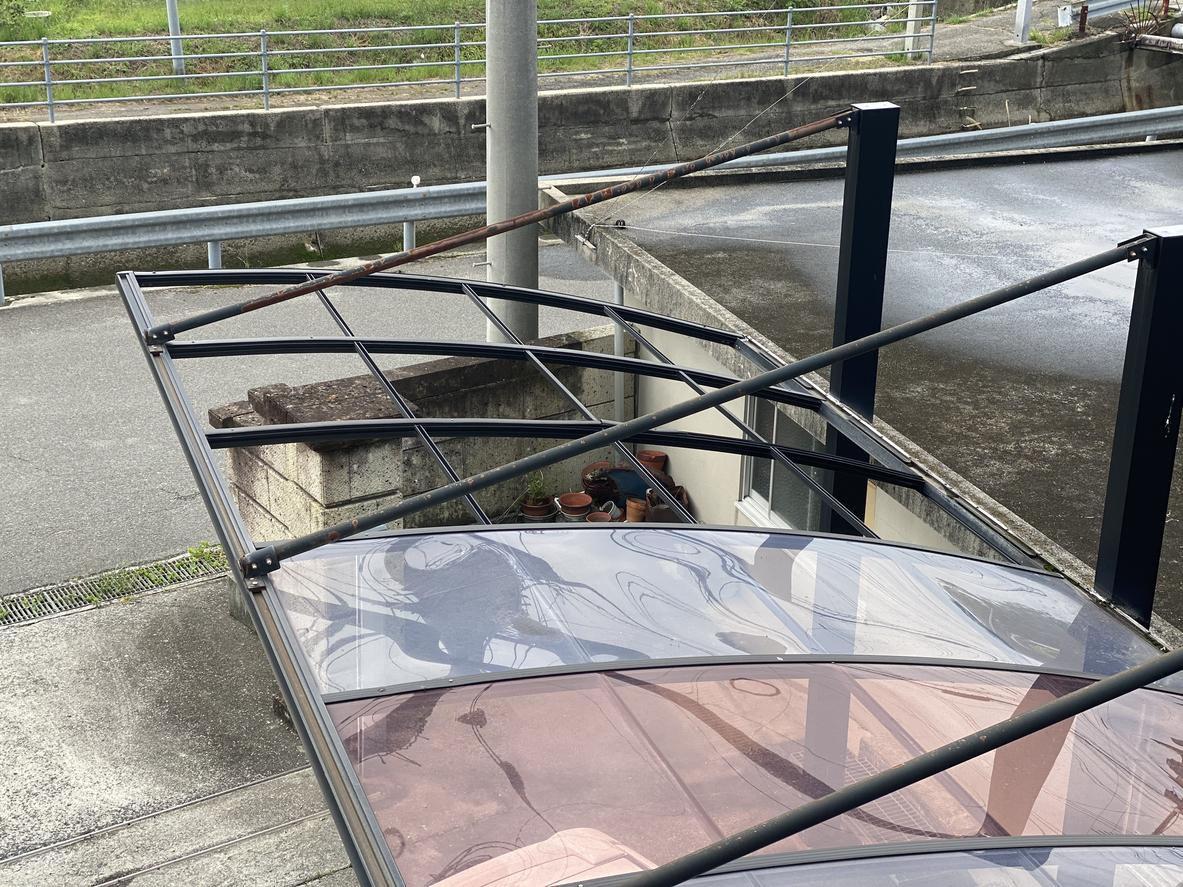 台風の強風も心配なし!今こそ押さえておきたい安全なカーポートの選び方